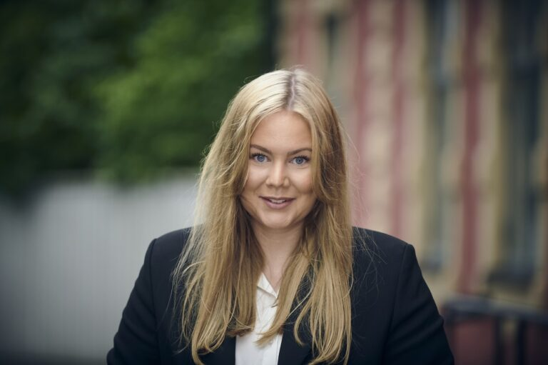 Ingrid Gjellan tar Bjurfors till Strängnäs