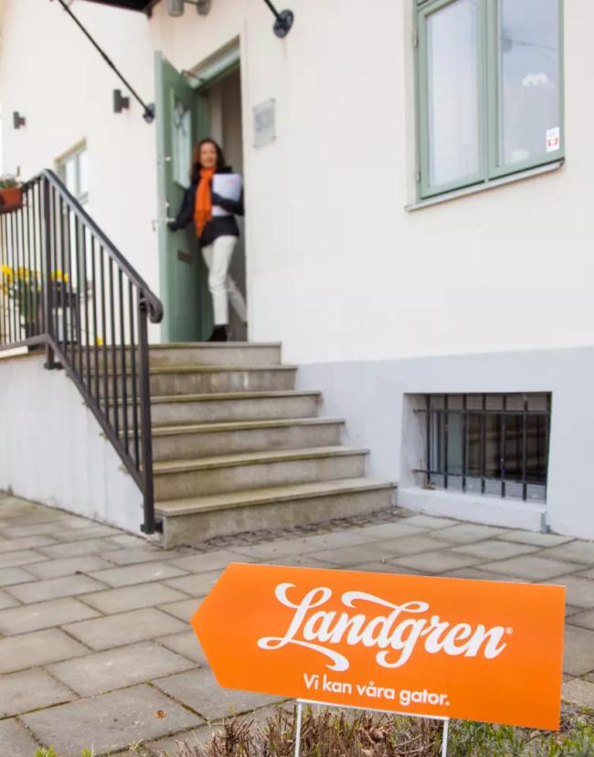 Landgren: Mäklarbarometern gammal redan när den släpps