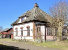 Ett stationshus i Axtorp, utanför Ängelholm är till salu.